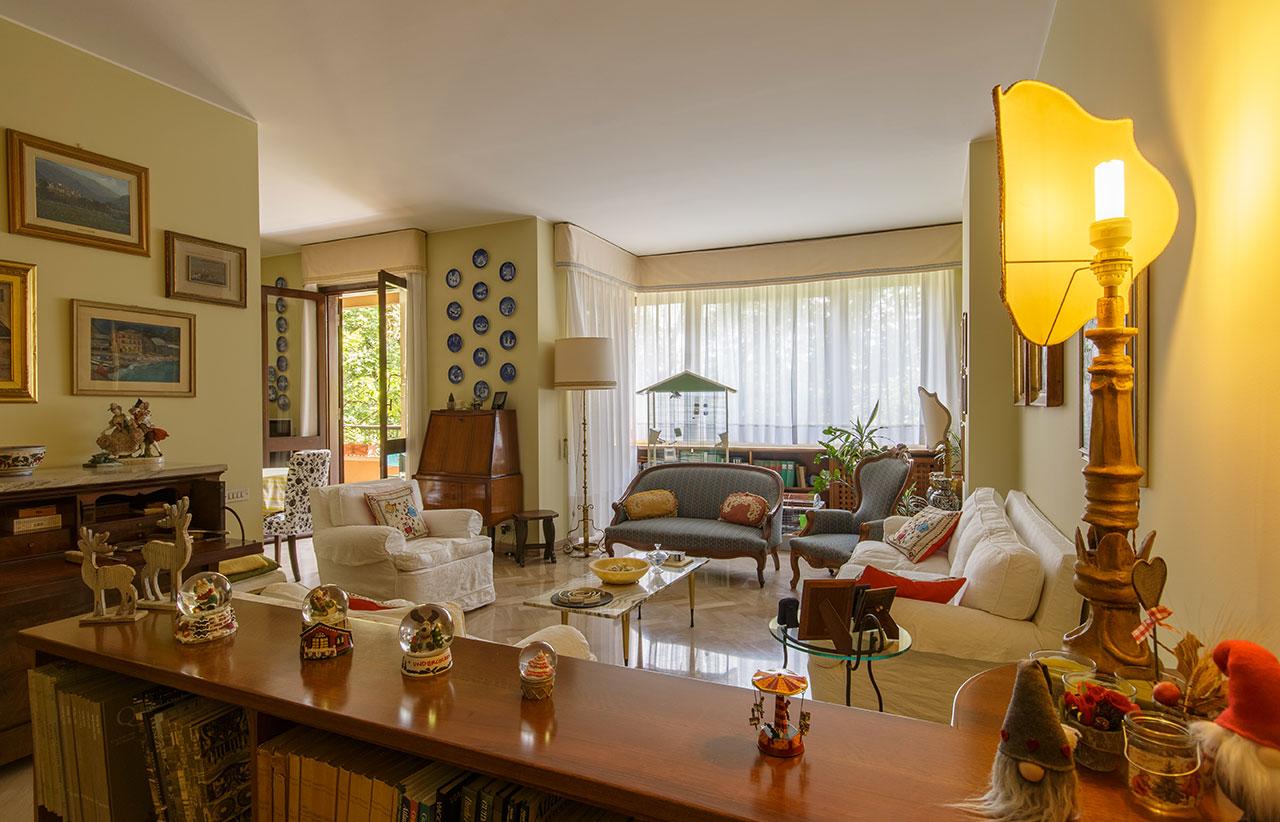 affarimmobiliari-monza-prestigioso-appartamento-via-massimo-d'Azeglio-soggiorno-3